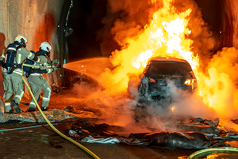 Brand von e-Auto im Tunnel
