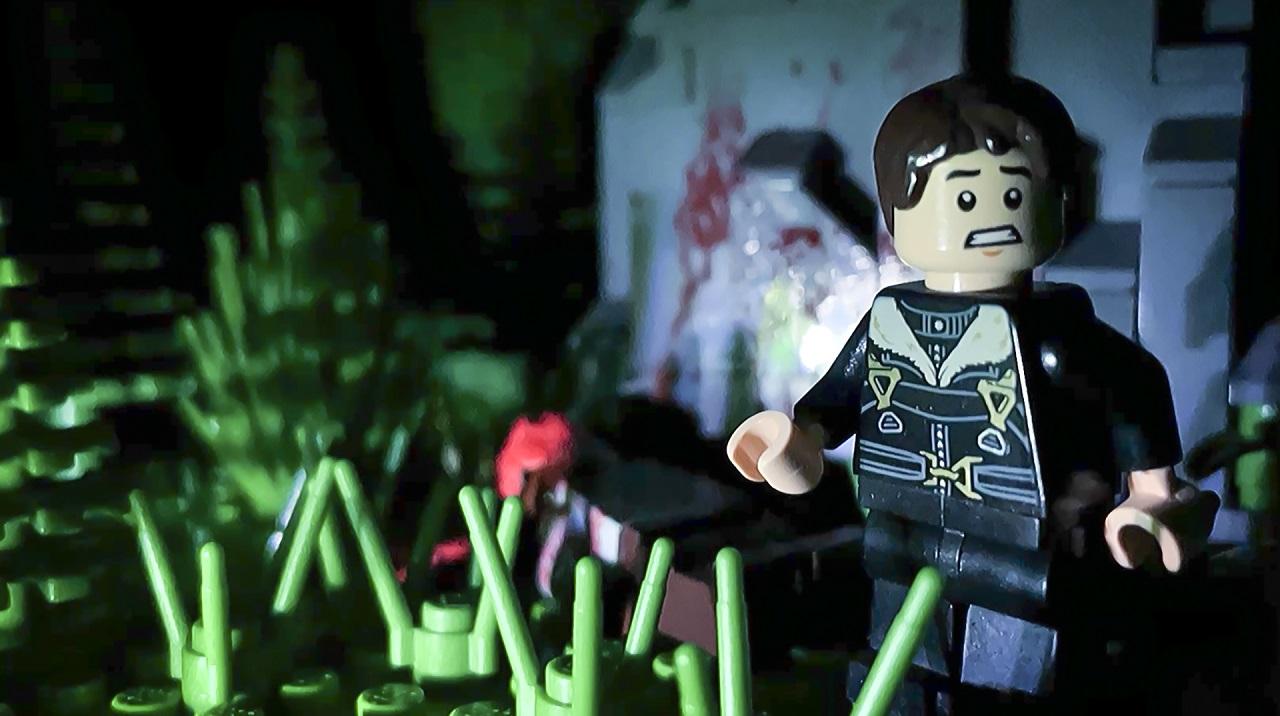 """Ein Legomännchen auf einem Tatort. Szene aus einem Kurzfilm mit dem Titel """"Wanton""""."""