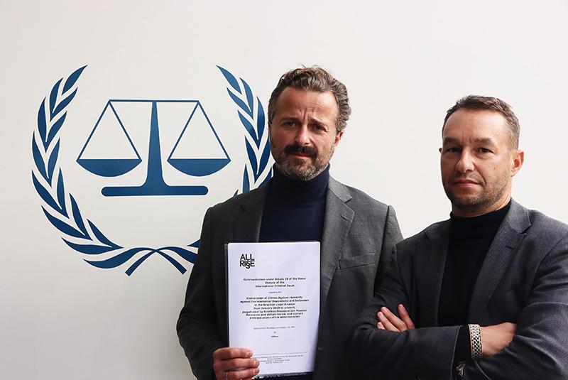 Die AllRise-Grüncer Johannes Weseman und Wolfram Proksch vor dem Logo des ICC