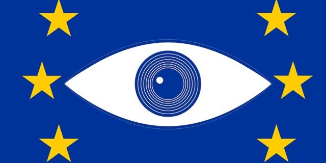 EU-Flagge mit großem Auge