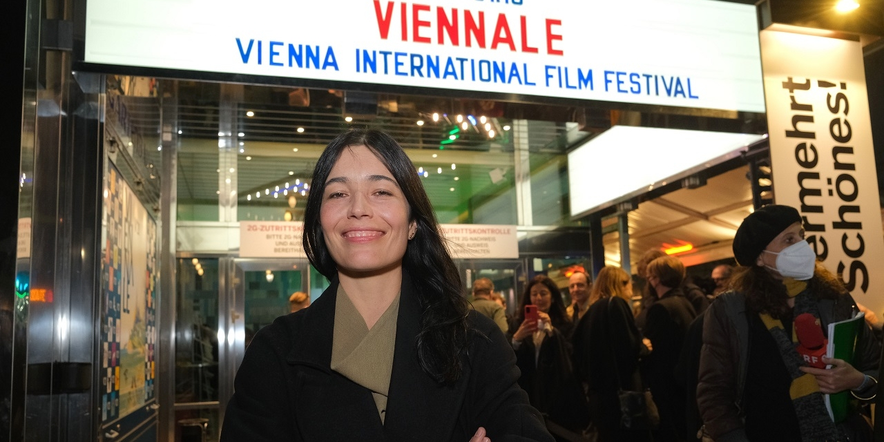 Eva Sangiorgi, künstlerische Leiterin der Viennale, vor dem Gartenbaukino.