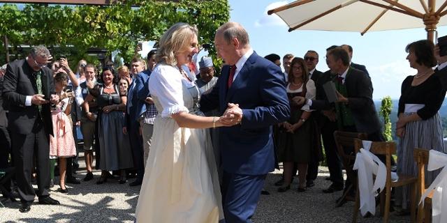 Ex-Aussenministerin Kneissl und Wladimir Putin